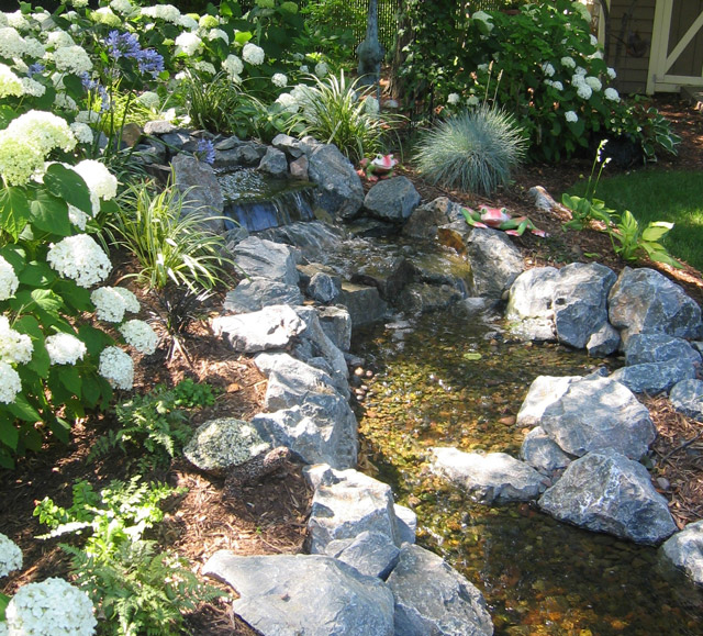 Weekend DIY: Backyard Water Feature