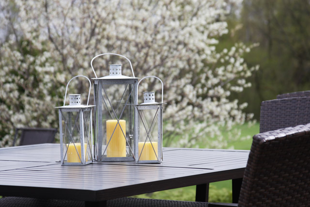 metal-outdoor-lanterns